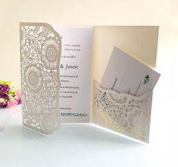 Plegado de tres tarjetas online-5 colores Tri-fold bolsillo tarjeta de invitación de boda tarjetas de impresión personalizadas gratuitas moderna corte láser fiesta invita tarjetas con sobre