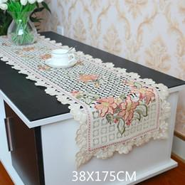 Européen 3d Fleurs Broderie Dentelle Table Runner Tissu Creux Nappe Couverture Pour Table Basse TV Cabinet De Luxe Décoration De Mariage ? partir de fabricateur