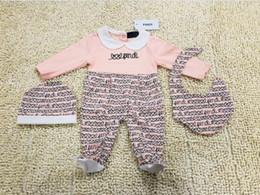 2019 menina de mamãe bebê algodão F MENINAS Macacão recém-nascido Meninas Do Bebê Roupas cap Romper Bib terno de Algodão Roupas de Bebê conjunto de Layette NOVO menina de mamãe bebê algodão barato