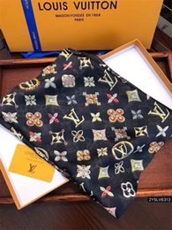 Foulards à la mode en Ligne-2019 À la mode et belle femmes quatre saisons en soie écharpe marque lettre fleur conception foulard châle taille 180 * 90 cm écharpe