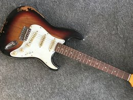 St sunburst da guitarra on-line-Custom Shop 1960 Relic ST Chocolate 3-Tone Sunburst Electric Guitar creme Pickups Puxadores, Aged Chrome Hardware, placa V Engrave Neck