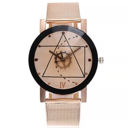 женские модные наручные часы Скидка Новый сплав наручные часы точка линия женщины кварцевые часы девушки мужчины прочный водонепроницаемый и пылезащитный модно для Dropshipping