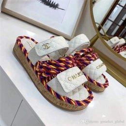 sandali neri cunei bianchi Sconti Nuove sandali Sandali Donna Sandali di design di lusso Multicolor e avorio Scatola di cintura in pelle di sandalo bianco e nero