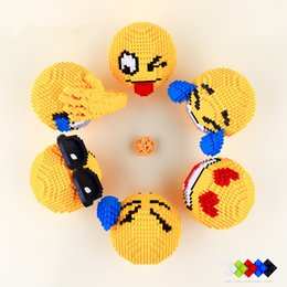 Canada Blocs de construction petites particules Assemblée jouets expression faciale Assemblée jouet bricolage Fournitures de mariage supplier assembly toys Offre