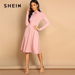 SHEIN Pink Bow Tie Neck Solid Slimy Dress Fit Elegante Office Lady Dolcevita  al ginocchio Lunghezza manica lunga Primavera Donna Abiti 298639c5b2e