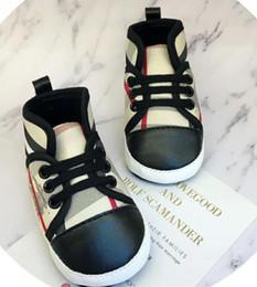 2019 padrão para sapatos de bebê Sapatos de bebê Sapatos De Couro Pu Esportes Bebê Recém-nascido Das Meninas Dos Meninos Padrão de Listra Sapatos Criança Infantil Macio Anti-slip ShoesBaby Primeiros Caminhantes Sh desconto padrão para sapatos de bebê