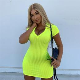Vestidos amarillos online-Vestidos ajustados sexy de neón amarillo Vestido de suéter de punto acanalado de manga corta con cuello en V 2019 Ropa de verano para mujer