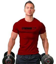 Patrones de camisetas deportivas online-2019 gym new Men's Training Sports T-shirt Entrenamiento de manga corta Sencillo y cómodo patrón de cabeza de tiburón cuello redondo al aire libre