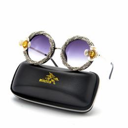 Piccoli fiori di strass online-2019 Brand Designer Vintage Occhiali da sole rotondi con diamanti rotondi Donna Moda fiore Strass colorati Sfumature UV400 FML