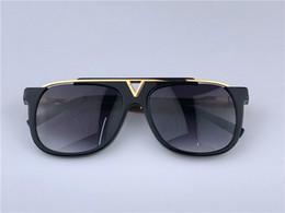 Louis Vuitton LV0937 Luxury Evidence Millionaire Солнцезащитные очки Smoke Черное золото Vintage Sunglass Мужчины дизайнерские солнцезащитные очки новые с коробкой от Поставщики ледяная полоса