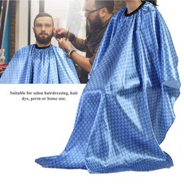 hair barber capes Promo Codes - Fashion Black Salon Apron barber cape Hair Cut Hairdressing Barbers Waterproof Hair Cutting Capes For Adult Use