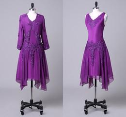 2019 vestido de longitud de té de gasa púrpura Moda Purple Tea Length Madre de la novia Novio Vestidos Dos piezas Apliques Con cuentas Chiffon Ruffles Vestidos de noche baratos 2019 vestido de longitud de té de gasa púrpura baratos