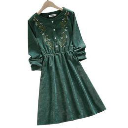 Bordar vestido floral das mulheres on-line-Mori menina veludo bordados vestido floral nova chegada manga longa verde elegante vestido vintage para as mulheres