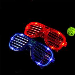 2020 luci di decorazione per i festival LED Light Glasses Flashing Shutters Shape Occhiali LED Flash Occhiali da sole Danze Forniture per feste Decorazione di Natale Natale Hollowen KKA4564 sconti luci di decorazione per i festival