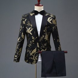 Nuevo diseño para hombre con estilo bordado azul real rojo rojo patrón de flores trajes escenario cantante boda novio esmoquin traje desde fabricantes
