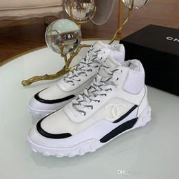 Segeltuchspitzeaufladungen online-Hot Luxus-Sport-Knöchel-Aufladungen Frauen kleiden beiläufige Schuhe Lace-up Wohnungen Leinwand Farbabmusterungssysteme Art und Weise high-top mans Turnschuhe von Größe 35-46
