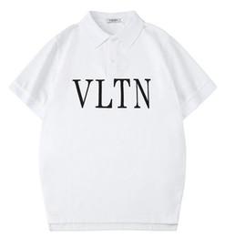 Camisa feminina clássica de colarinho branco on-line-2019 novo tee branco V homens mulheres clássico simples carta logotipo impressão T-Shirt de manga curta Polo gola T-Shirt atacado S-XXL