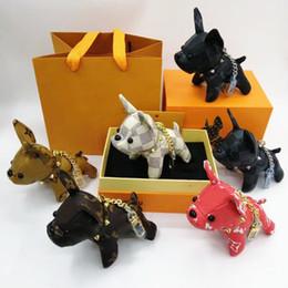 Llaveros de diseñador 6 colores Moda perro llavero cuero alta decoración de dibujos animados Llaveros lindos llaveros de lujo con caja alta desde fabricantes
