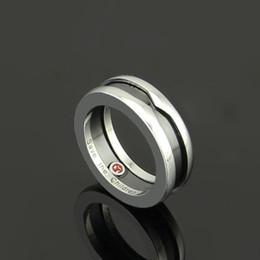 Fashion Charitable Style Anelli in ceramica nera, acciaio inossidabile titanio placcato platino con marchio donna / uomo con marchio rosso --- taglia 5 a 11 da