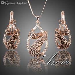 Orecchini a goccia azora online-All'ingrosso-Azora in oro rosa placcato cristalli austriaci goccia dell'acqua Twining con Leopard Nastro Orecchini e collana gioielli serie TG0194