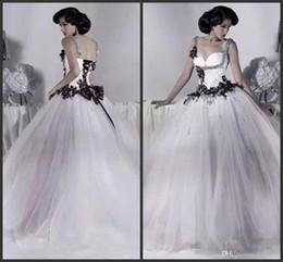 811f8dd5eb2b 2019 branco e preto vestidos de casamento de tule frisado cinta de  espaguete gótico vestido de baile espartilho do dia das bruxas vestidos de  festa vestidos ...
