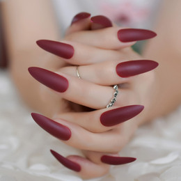 Rote farbe zubehör online-24 stücke Lange Matte Falsche Nagel Weinrot Stiletto Gefälschte Nägel Full Cover Reine Farbe Falsche Nail art Zubehör