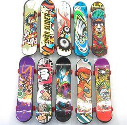 Plástico Mini Finger Skateboarding Fingerboard Toys Finger Scooter Skate Boarding Classic Chic Game Boys Desk Toys Mini BLC843 desde fabricantes