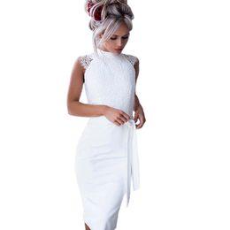 72c0209578504 Vestido ajustado de las mujeres sin mangas de verano vestidos de encaje  blanco Ojo de la cerradura de la cintura del arco vestido midi elegante  BF