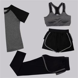 mädchen sportswear sets Rabatt Frauen 4 Stück Yoga Set BH + T-Shirt + Shorts + Pants Schwarz / Grau Patchwork Schnell Trocknend Mädchen Sportswear Gym Laufen Female Outwear # 147368