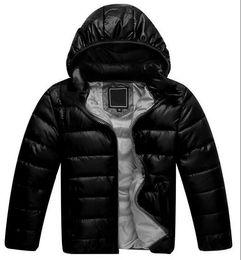 Pato abajo abrigos niños online-Marca niños chaqueta abajo Junior Designer invierno Pato Escudo Pad Coats las muchachas del muchacho encapuchado Outwear Cara Ligera al aire libre F8805 Escudo