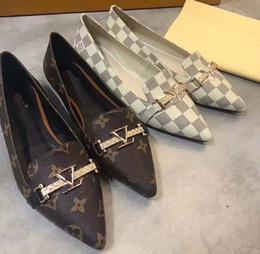 Progetta scarpe italiane online-Progettato per le donne Mocassini artigianali Italiani Designer Metal Letter Buckle Slip On Scarpe da barca Scarpe casual in tela Taglia: 35-40 Con scatola L1