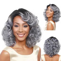 2019 kurze graue, lockige perücken Mode grau kurzes lockiges Haar Perücken Frauen welliges Haar Styling volle Perücke 18inch 46cm 2U81123 rabatt kurze graue, lockige perücken