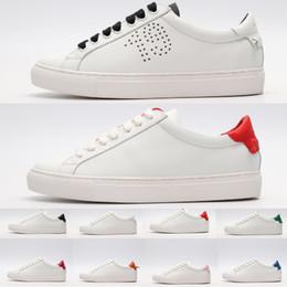 Mit Box 2019 Perforierte Sterne Turnschuhe Mode Weiß Leder Schuhe Für Männer Frauen Wohnungen Luxus Designer Freizeitschuhe Trainer Größe 35 44