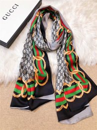 2019 женские шелковые шарфы Высококачественный бутик-леди весенний и осенний шелковый шарф с двойным атласным шифоновым тонким красно-зеленым шелковым шарфом сверху дизайнерской роскошной шали 180 * 65см дешево женские шелковые шарфы