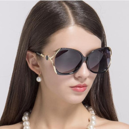 2021 d рамочные очки women luxury designer sun glasses ladies fashion large frame driving glasses D home with the same style