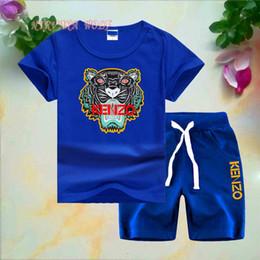 корейский летний костюм оптом Скидка Ребенок младенец мальчик дизайнер одежды LUIVT Little Kids Устанавливает 1-7T Детская футболка с коротким рукавом с круглым вырезом 2 шт. / Комплект Мальчики Девочки Чистый хлопок