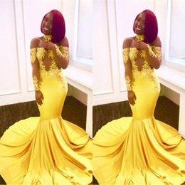 видеть сквозь желтые платья Скидка 2019 новые желтые африканские платья выпускного вечера русалки кружева с плеча с длинными рукавами прозрачный шлейф вечерние платья вечернее платье