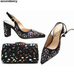 70965ded553798 Dernières chaussures africaines en strass et sac pour le parti italiennes  femmes nigérianes Chaussures de mariage et sac décorées avec strass sacs de  ...