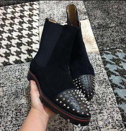 2019 Qualitäts rote Unterseite Ankle Boots für Männer Spikes Toe Luxusdesigner Schuhe Slip on Booties Außen Party Hochzeit Loafers