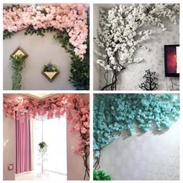 Vigneti decorativi online-Ciliegio artificiale Vite Finta Cherry Blossom Fiore Ramo Sakura Tree Stem per Evento Wedding Tree Deco Artificiale Fiori Decorativi