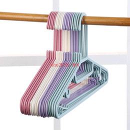 2019 plastikaufhänger für kinderkleidung Erwachsene Kunststoff Kleiderbügel Anti-Rutsch Kinder Kleidung hängen Kleiderbügel Kunststoff Kleiderständer nach Hause günstig plastikaufhänger für kinderkleidung