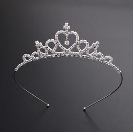 Venda quente Bonito Brilhante De Cristal Nupcial Tiara Partido Pageant Banhado A Prata Crown Hairband Baratos Acessórios Do Casamento 2018 Novo Design de