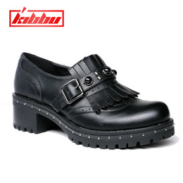 8fbc009a37a31b 2019 Vintage Britischen Stil Niet Starke Ferse Quaste Süße Perle Patent  Frauen Slip-on Casual Flache Oxford Schuhe Frauen Müßiggänger Schuhe