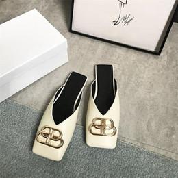 Medias zapatillas online-Las mujeres Baotou Half Slipper Chunky Heels Metallic Button Sandalias Toe Sandalias de moda de verano al aire libre RRA987