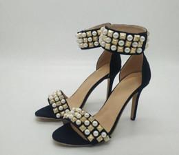 zapatos blancos abiertos de la boda de la perla Rebajas 2019 sandalias de gladiador para mujer de moda zapatos de punta abierta zapatos de tacón fino perla blanca zapato de boda para mujer correa de tobillo sandalias con clavos