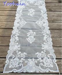 Modern dantel beyaz nakış yatak masa koşucu kumaş kapak kahve masa örtüsü placemat ev düğün Noel Yeni Yıl dekor cheap lace wedding table covers nereden dantel düğün masa örtüleri tedarikçiler