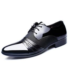 Deutschland 2019 neue Marke Klassische Männer Spitzschuh Schuhe Herren Lackleder Schwarz Hochzeit Schuhe Oxford Formale Große Größe mode cheap brands dress shoe Versorgung