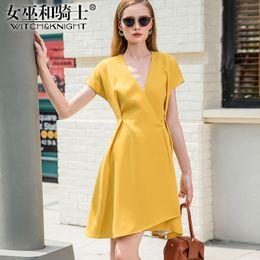 v neck vestidos de verão de meia altura Desconto 2019 Verão Nova Moda Amarelo Irregular Vestido De Mangas Curtas Sexy Mid-length Vestido Grande Com Decote Em V