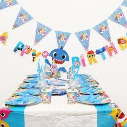 2019 caçoa a festa de anos Decorações Do Partido Do Tubarão do bebê Adereços Crianças Suprimentos de Aniversário Toalha De Mesa Placas Palhas Bandeira Colher Chapéu Saco de Lembrança 16 PCS 30SC F1 caçoa a festa de anos barato