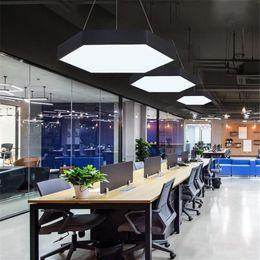 2019 luces de exhibición Hexagonal llevó oficina de araña de la personalidad araña de costura particulares ligera nido de abeja Internet cafés Internet en forma de café de la lámpara del techo luces de exhibición baratos